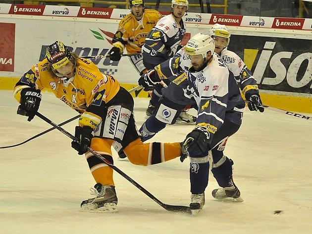 Litvínov (ve žlutém) versus Plzeň.