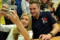 Hokejisté Vervy navštívili litvínovské gymnázium.