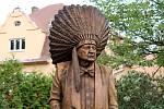 Mostečtí historikové byli u odhalení sochy Miloslava Stingla v Bílině.