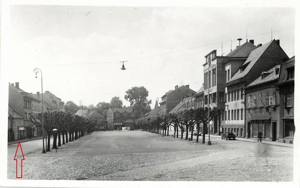 Náměstí Míru s rodným domem Schlesingera v roce 1951