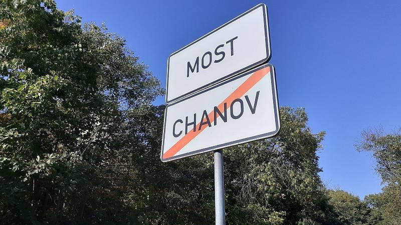 Tady víska Chanov končí.