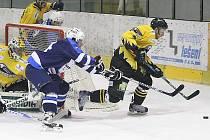 Sokolov (ve žlutém) přehrál HC Most jasně 3:0.