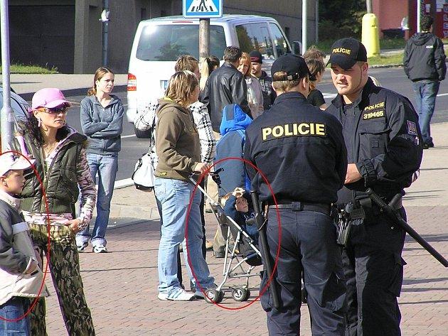 Mezi protestujícími na náměstí v Litvínově byly i děti.