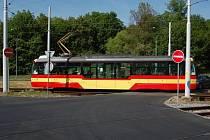Dopravní podnik měst Mostu a Litvínova dokončil výměnu tramvajových kolejnic na dvou přejezdech u svého sídla.