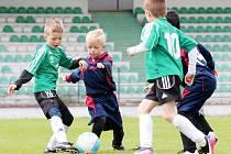 Mladí baníkovci (v zeleném) při domácím turnaji.