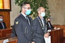 Primátor předal ocenění Strážník roku 2019 a ocenění za věrnost pro osm strážníků a strážnic městské policie.