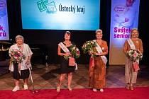 Babičku roku Ústeckého kraje vyhrála Ilonka Šnorychová z Mostu (na snímku druhá zprava)