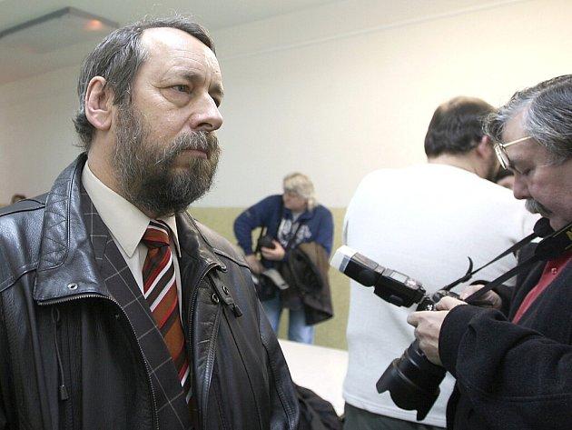 Bývalý primář gynekologicko porodnického oddělení mostecké nemocnice Bohumil Bradáč u soudu.
