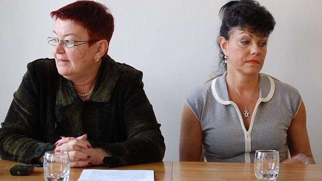 Náměstkyně mosteckého primátora Hana Jeníčková a lékařka Alena Dernerová.