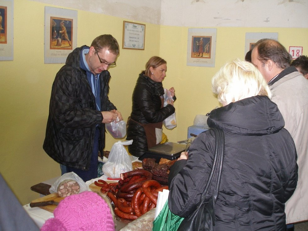 Otevírání archivu vín v mosteckém děkanském kostele.