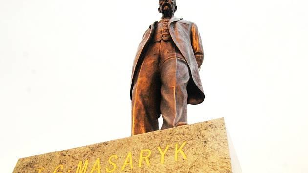 Funkcionáři, kteří před pár lety rozhodli o umístění sochy prezidenta T. G. Masaryka v centru Mostu, nyní jednají v rozporu s etickými normami chování, které Masaryk v politice prosazoval.