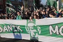 Fanoušci mosteckého Baníku vyšli do ulic demonstrovat.