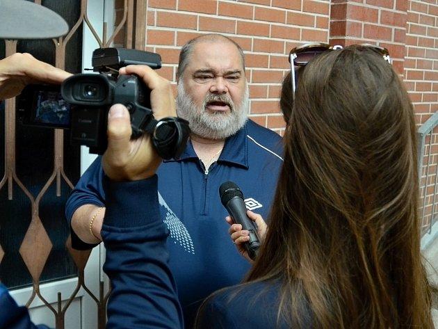 František Ryba, ředitel mosteckého Stavebního bytového družstva Krušnohor a předseda rady bytových družstev severočeské oblasti.