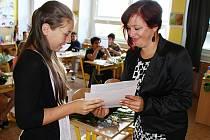 Předávání vysvědčení v litvínovské základní škole v Ruské ulici.