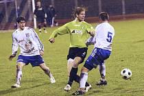 V nepřetržitém dešti se fotbalisté FK Baník Most (v zelených dresech) z vítězství neradovali. Vítkovice byly o branku lepší a Baník se vrátil s prázdnou.