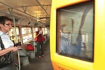 Čtečka čipových karet v mostecké tramvaji.