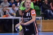 Nová mostecká posila Katarína Kostelná v zápase s norským Larvikem.