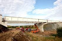 Stavba silničního Mostu v Sedleci.