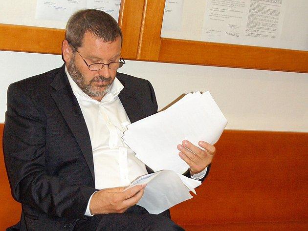 Vězeňský mundúr už může Alexandr Novák vyměnit za oblek nebo za motorkářské oblečení.
