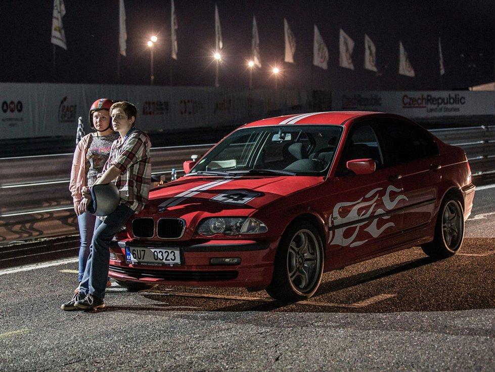 Na autodromu se noční závody nejezdí, jen v seriálu