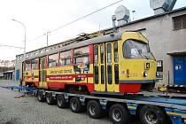 Mostecká tramvaj č. 233 se vydala za novým majitelem.