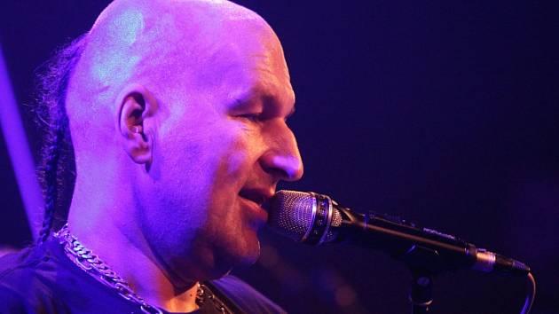 Frontman kapely Lou Fanánek Hagen.