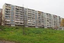 Jako první zazdila CPI v Janově devítivchodový panelák v Gluckově ulici. Nyní jsou zazděné tři domy.