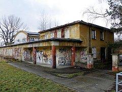 Správa železniční dopravní cesty prodává některé objekty. V nabídce je i někdejší litvínovské nové nádraží, dnes zastávka Litvínov - město.