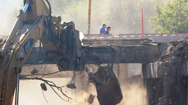 Bourání mostů u nádraží.