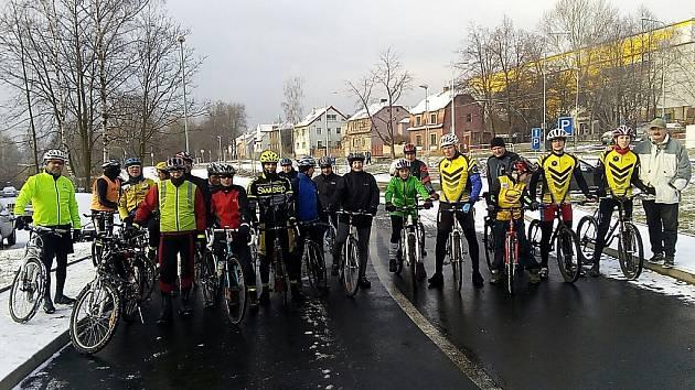 Cyklisté na novoroční vyjížďce.
