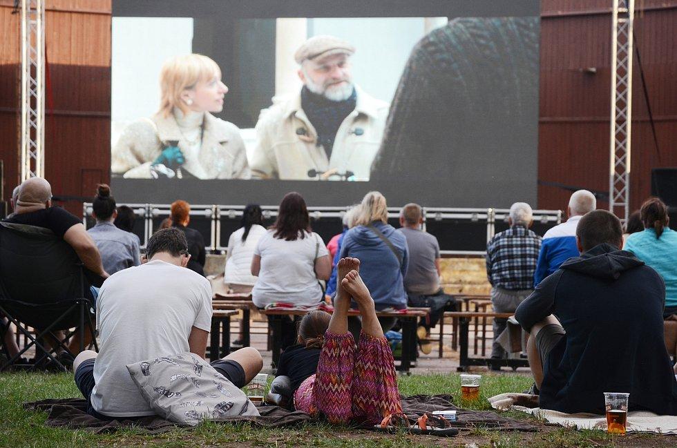 Letní kino v amfiteátru na Benediktu.