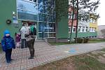 Na Mostecku se otevřely mateřské školy, začalo testování dětí
