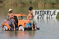 Místní rybník je místem přehlídky nejroztodivnějších plavidel, které si lidé sami vyrábí. Na oblíbenou akci se letos mohou místní i přespolní těšit 17. srpna, vedle neckyády bude připraven další program pro malé i velké.