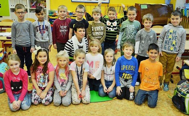 Žáci 1.AZákladní školy Litvínov – Ruská střídní učitelkou Svatavou Fleischmannovou