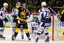 Gól s číslem 9000. Ondřej Havlíček se právě raduje ze vstřelené branky. Ta znamená pro Litvínov další historickou metu v nejvyšší hokejové soutěži.