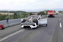 Auto po havárii v Souši skončilo na střeše