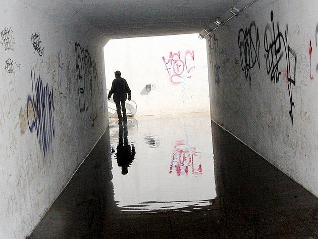 Podchod u Stovky v Mostě. Snímek je z roku 2012.