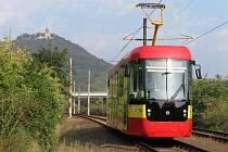 Nová tramvaj při zkušební jízdě.