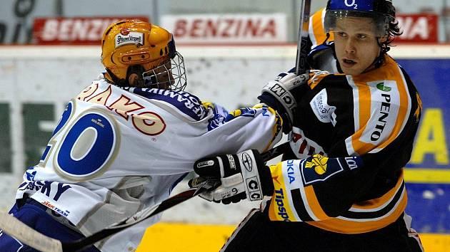 Extraligový hokejový zápas v Litvínově ve kterém po druhé třetině domácí vedli 2:1.