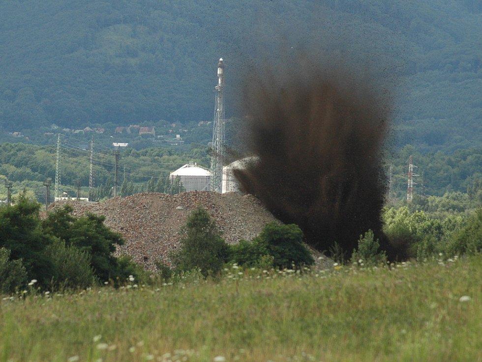 Odstřel letecké pumy nalezené v Unipetrolu.