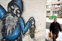 Janovské sídliště dopoledne 16. února. Služebna městské policie byla zrušena. Část obyvatel se chce odstěhovat kvůli potížím s Romy, další chtějí zůstat a řešit problémy sami, bez Dělnické strany a údajně nedůvěryhodných romských aktivistů.