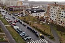 Parkování v České ulici se má zlepšit. Přibudou nová místa pro automobily.
