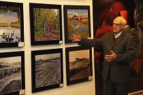 Od pátku hostí výstavu, která mimo jiné začala své putování na Pražském hradě, s tématikou rekultivace kraji na severu Čech Městské divadlo v Mostě.