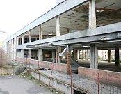 Zdejší obyvatelé  by místo ruiny spíše přivítali obchod nebo vysokou školu.