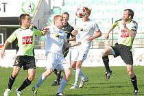 Baníkovci (v bílém) zahájí novou sezónu doma s Brnem.
