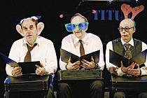 V inscenaci hrají tři herci (zleva) Miroslav Táborský, Jan Vondráček a Martin Matejka.