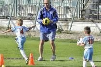 Nábory dětí do fotbalových oddílů.
