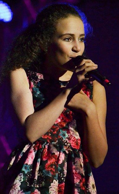 Koncert Heleny Vondráčkové vMostě. Zazpívala si sní Michaela Mervartová.
