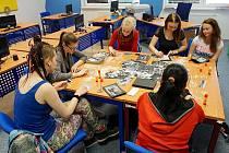 Workshop recykliteratury v knihovně.