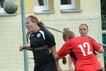 Fotbalistky Souše (v černém) vyřadily z poháru Ústí (na snímku) a pak remízovaly doma s Jirkovem/Ervěnicemi.